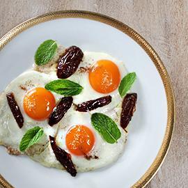 البيض المقلي مع التمر