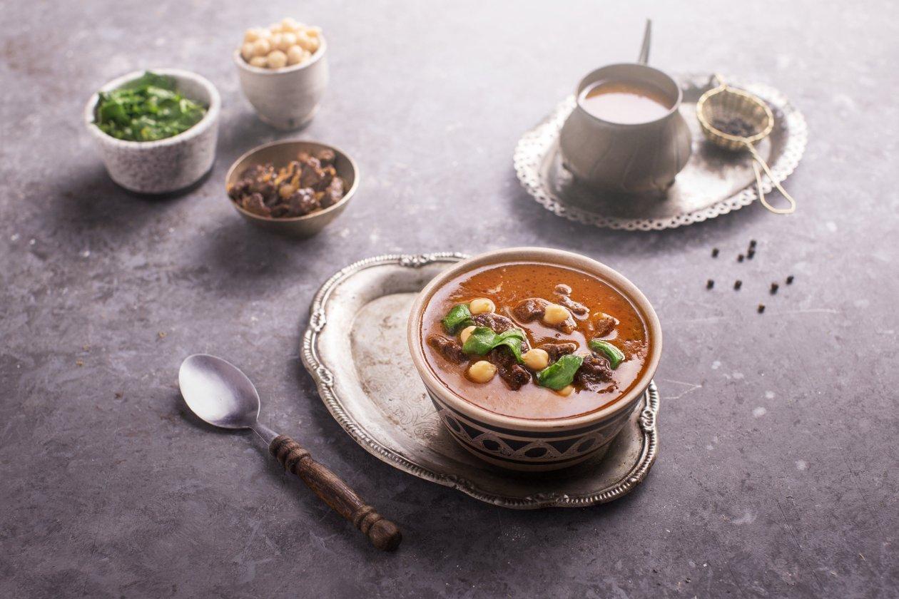 شوربة لحمة بالسبانخ و الفاصوليا الغاربانزو – وصفة