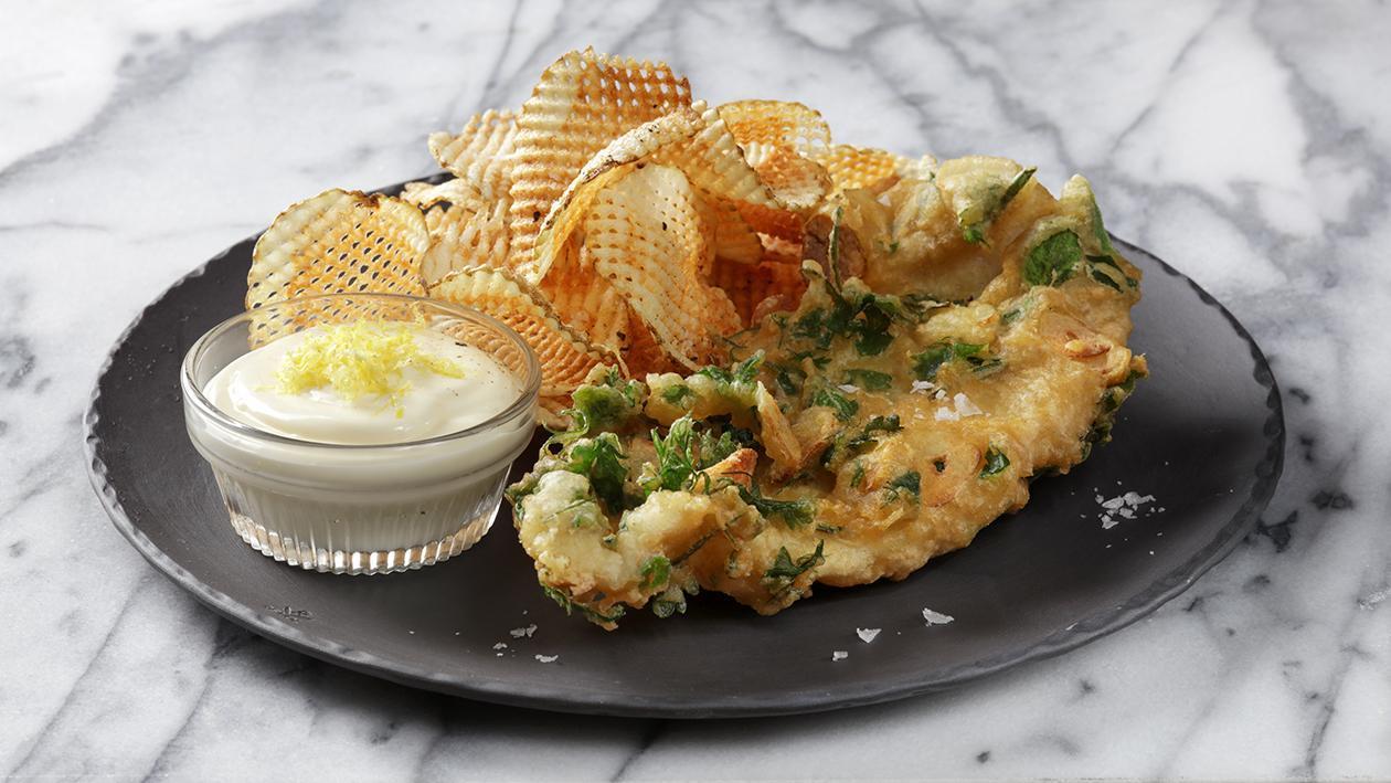 طبق البطاطس والسمك المقلي بالثوم والأعشاب – وصفة