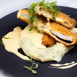 شنيتزل الدجاج مع صلصة الجبن المخملية