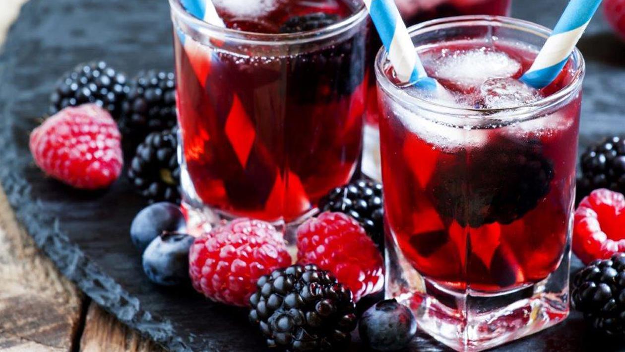 الشاي المثلج بالرمان والتوت البري – وصفة