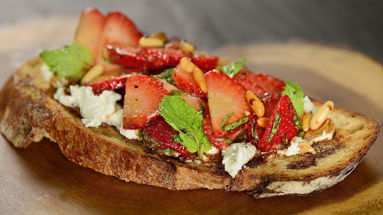 بروسكيتا الفراولة وصلصة البلسميك – وصفة