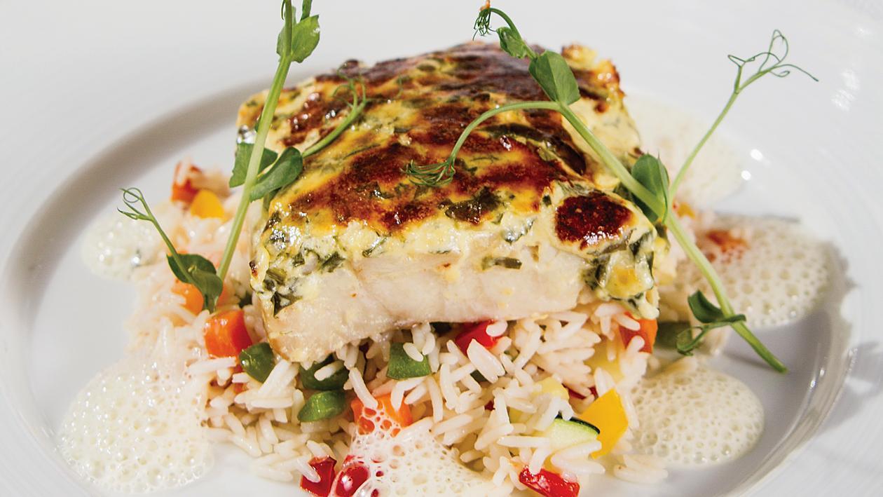 Бяла риба със сос Беарнез, ориз басмати със зеленчуци, лимонов сос, овкусен с градински чай