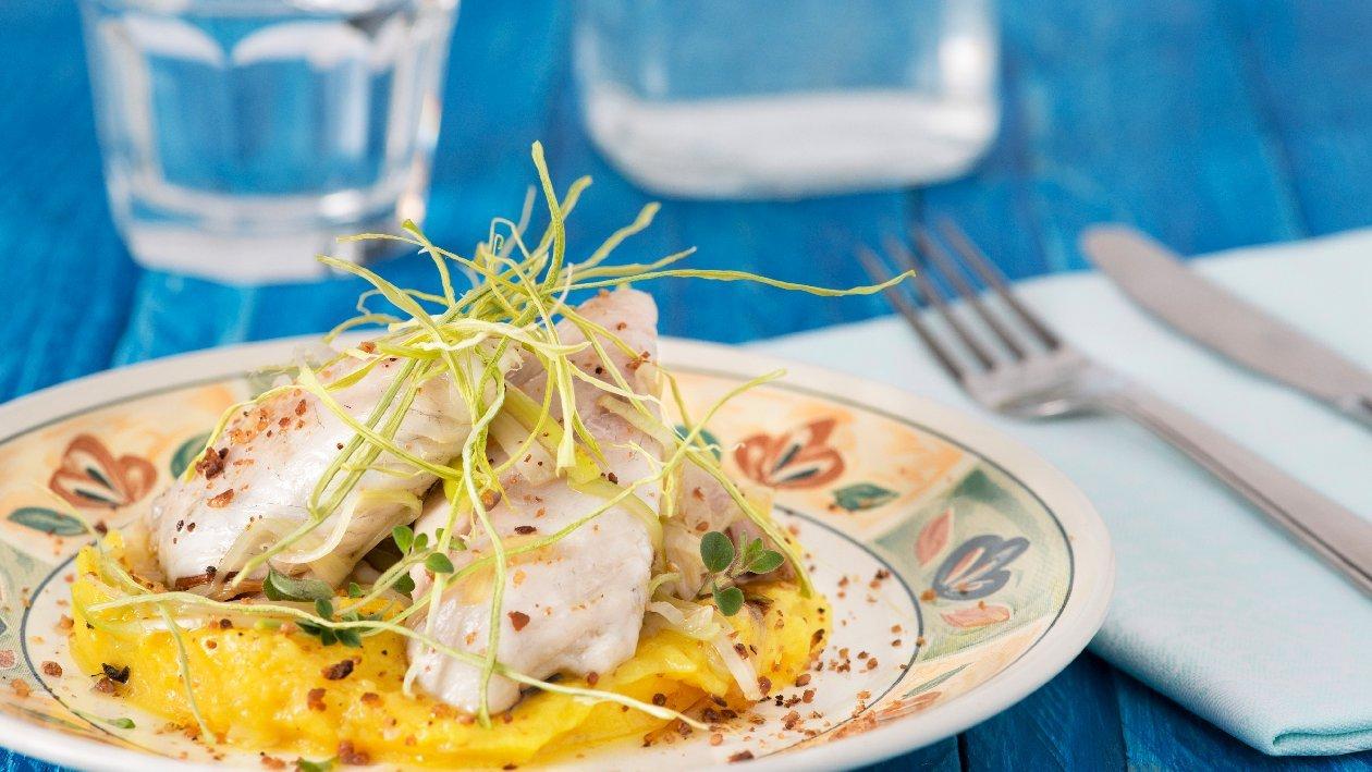 Филе Джон дори (Светипетрова риба) с картофено пюре, шафранова паста и хрупкав праз