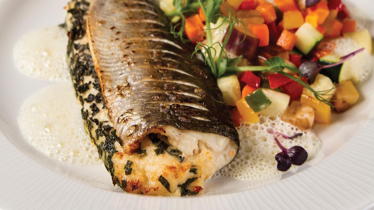Комбинация от пъстърва и бяла риба, овкусени с градински чай, цитрусов сос Бешамел и зеленчуков рататуй