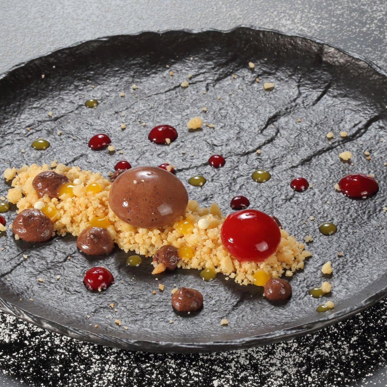 Шоколадов мус с хрупкав crumble и малина