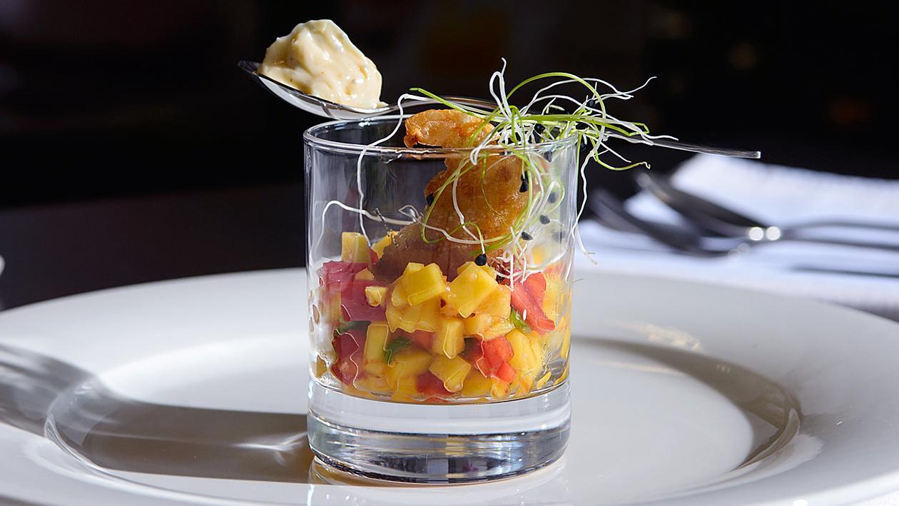 Скариди с хрупкава коричка, манго салца и азиатска майонеза