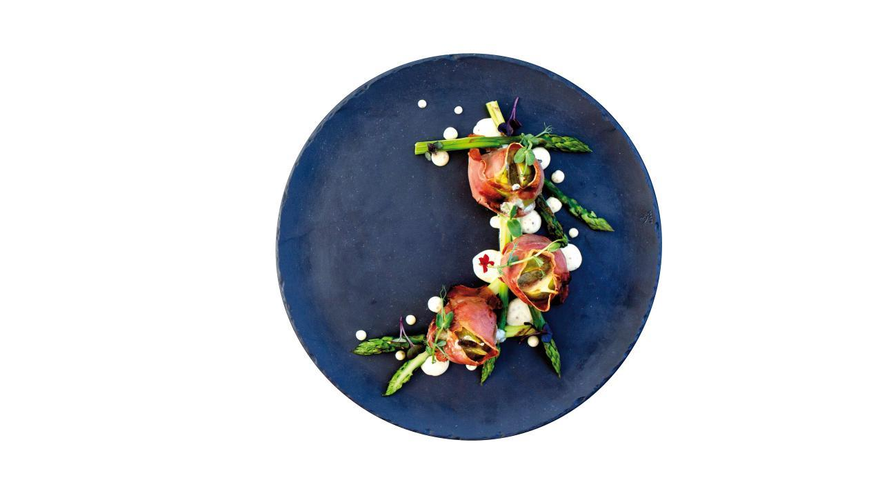 Смокини пълнени с прошуто, синьо сирене и мариновани аспержи