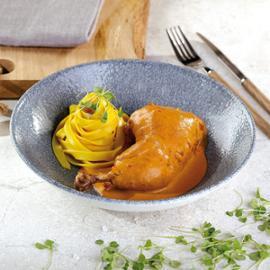 Kuře na paprice se šafránovými nudlemi