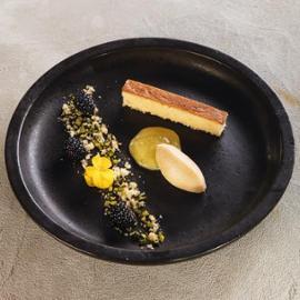 Piškot z olivového oleje s pomerančovým želé a domácí vanilkovou zmrzlinou