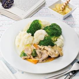 Zadělávané kuře s bramborovou kaší, brokolicí a květákem.