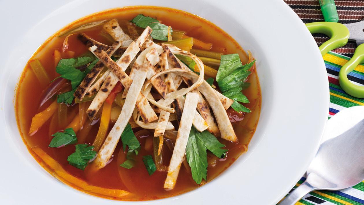 Aztécká polévka s opečenými nudlemi