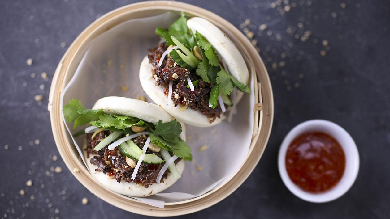Gua bao – Bochánky vařené v páře plněné trhaným masem
