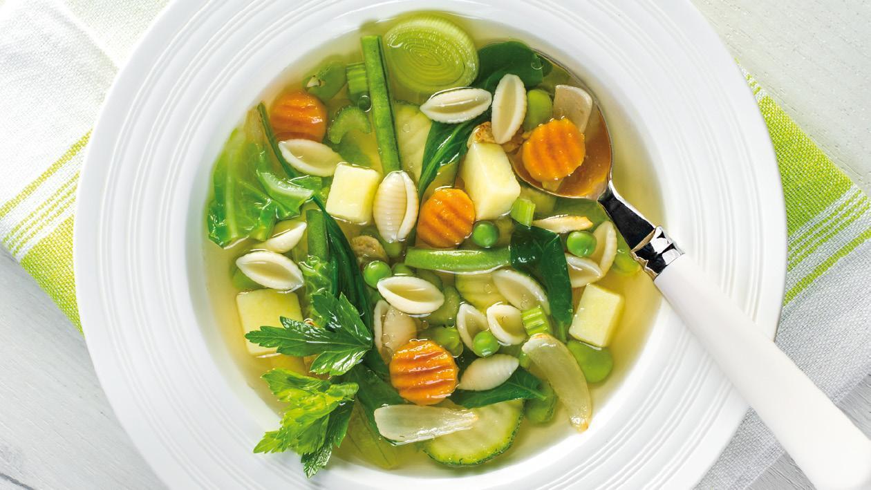Italská zelená minestrone polévka