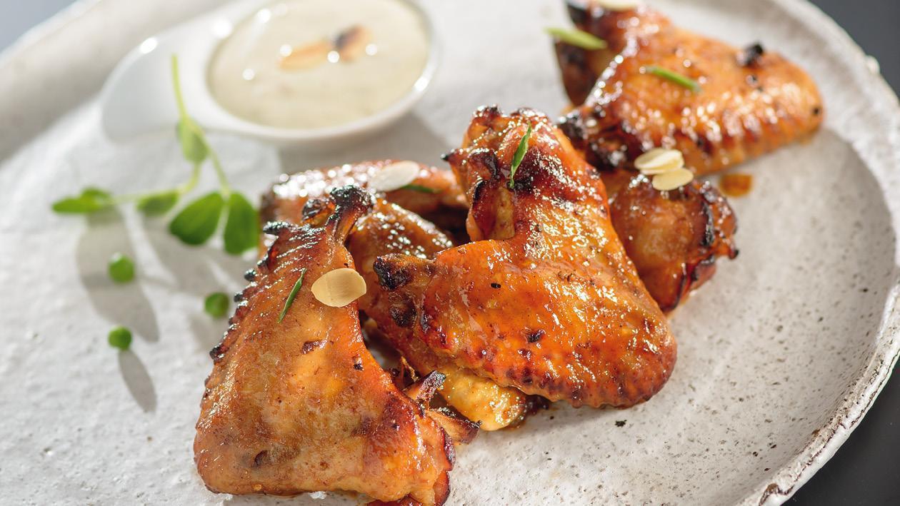 Kuřecí křídla BBQ se sýrovým dipem