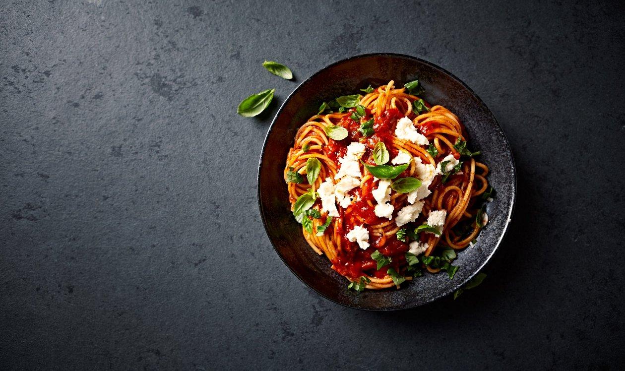 Špagety s vepřovým masem a rajčaty