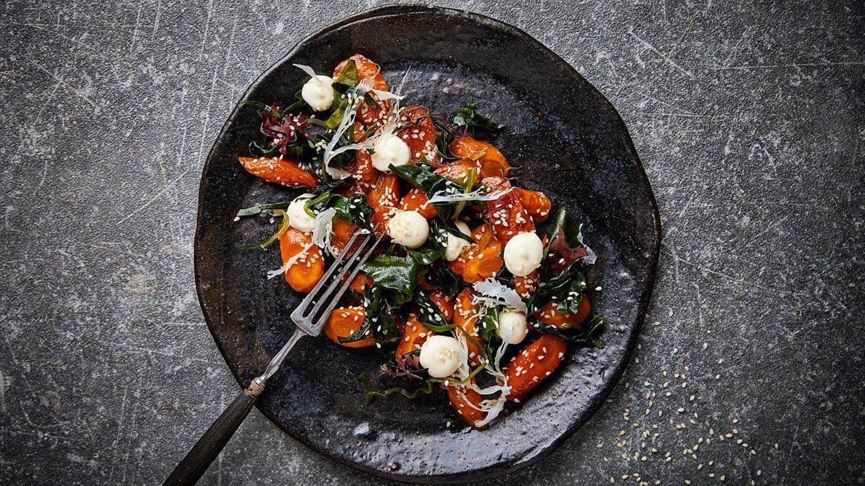 Uzená mrkev s mořskou řasou wakame a citrusovou majonézou
