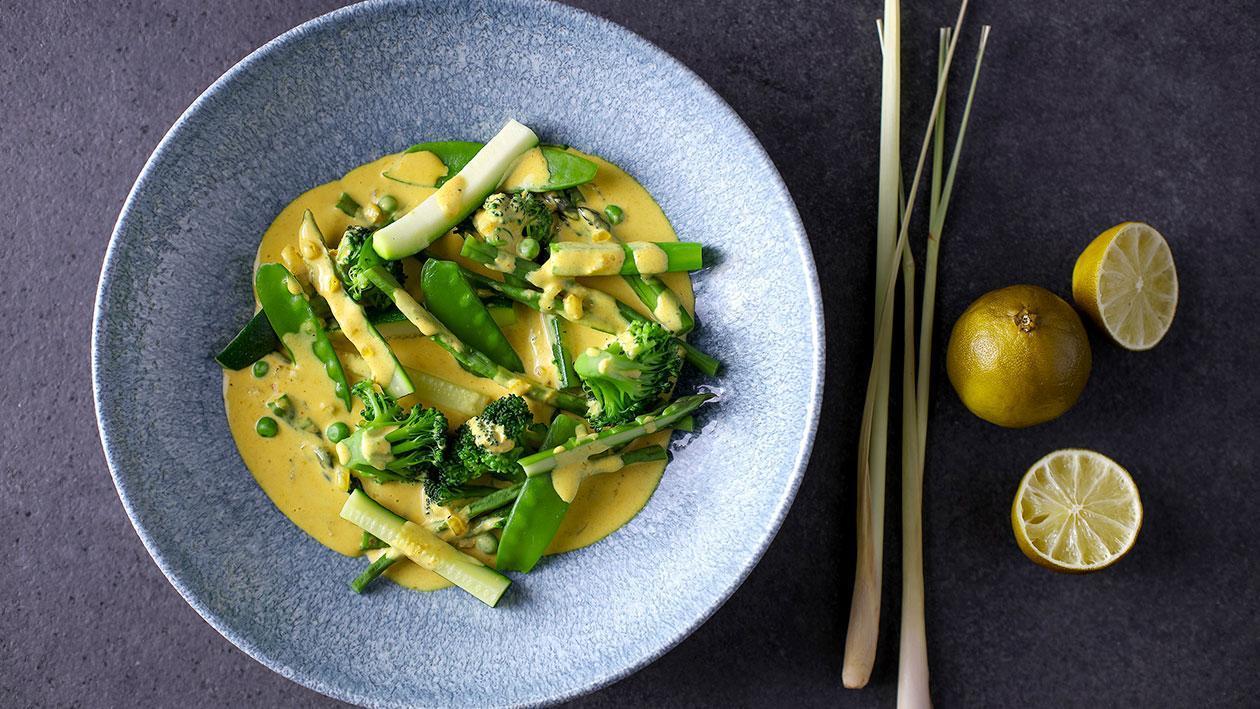 Zelená zelenina se žlutým kari