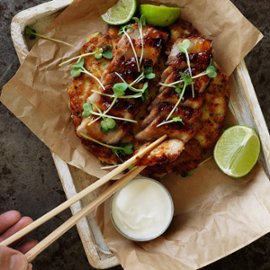 Okonomiaki-stærkt krydret pandekage med svinekød