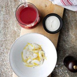 Rødbedesuppe med torsk og fraiche
