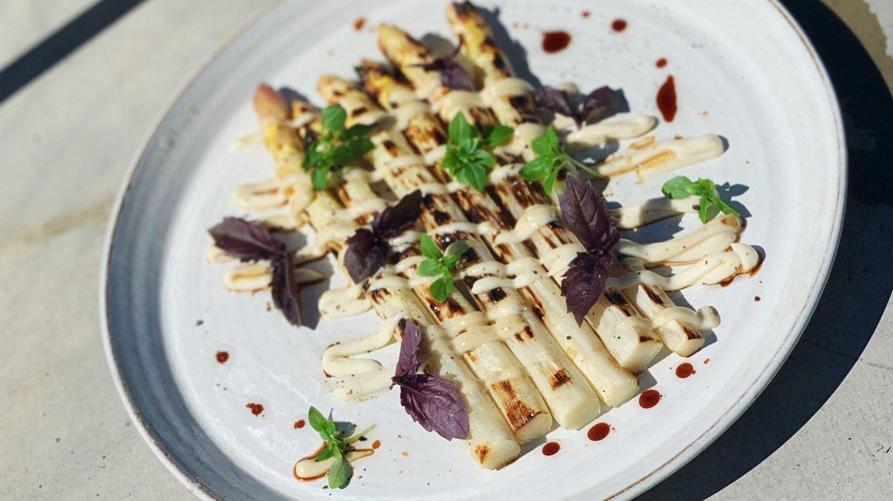 Grillet hvid asparges med miso
