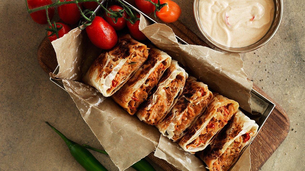 Murtabak-filo med kylling, tomat og chili