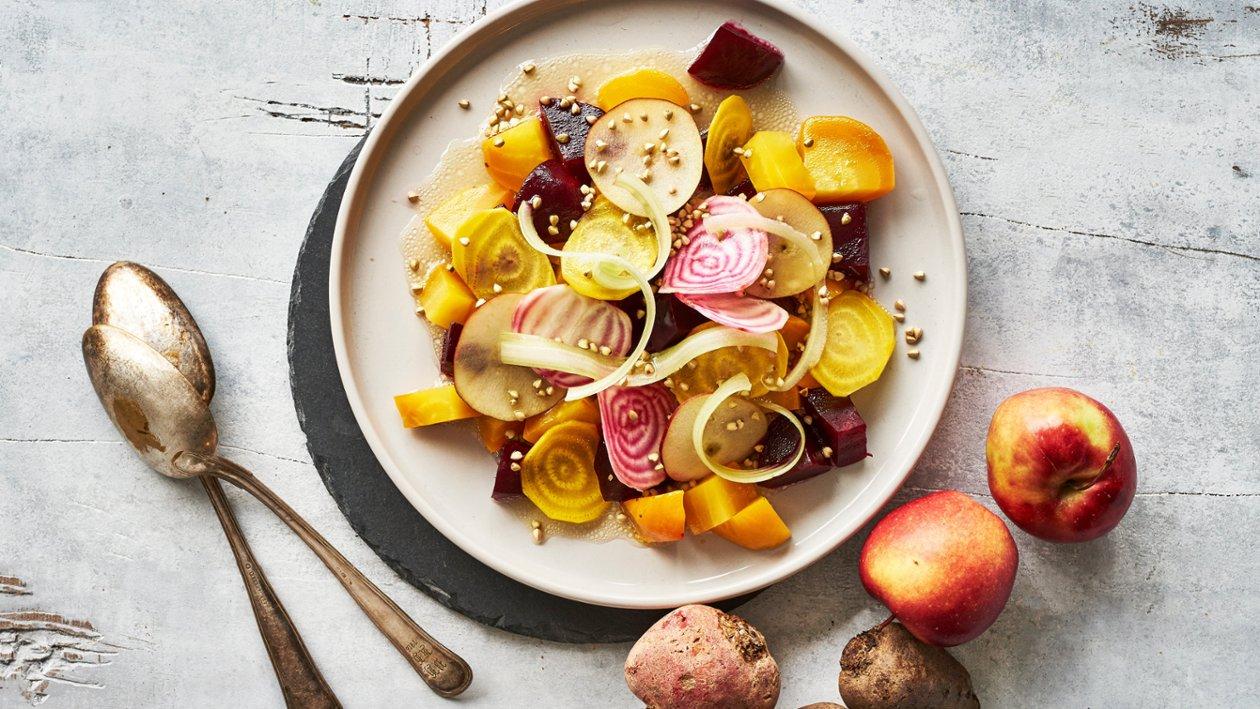 Salat af rødbeder, selleri og æble
