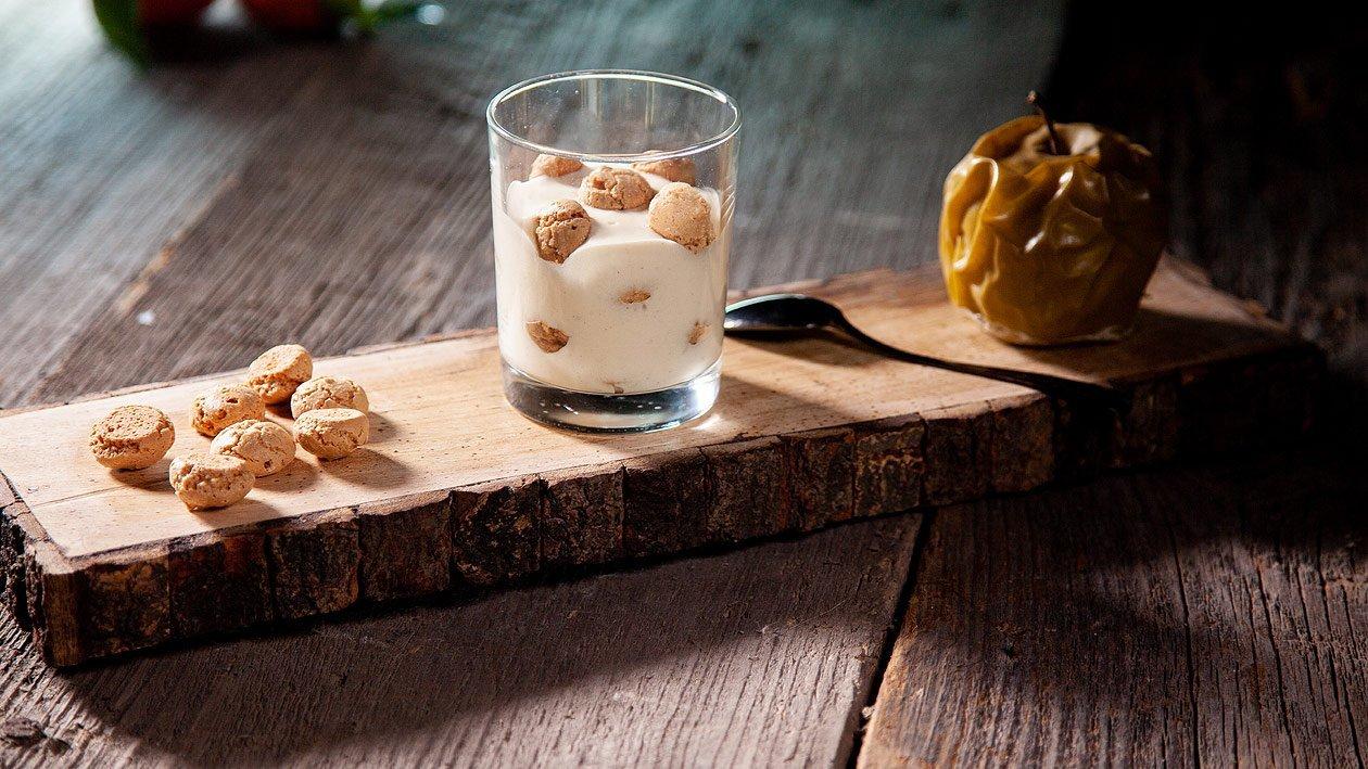 Bratapfel Pudding mit Amarettini Gebäck