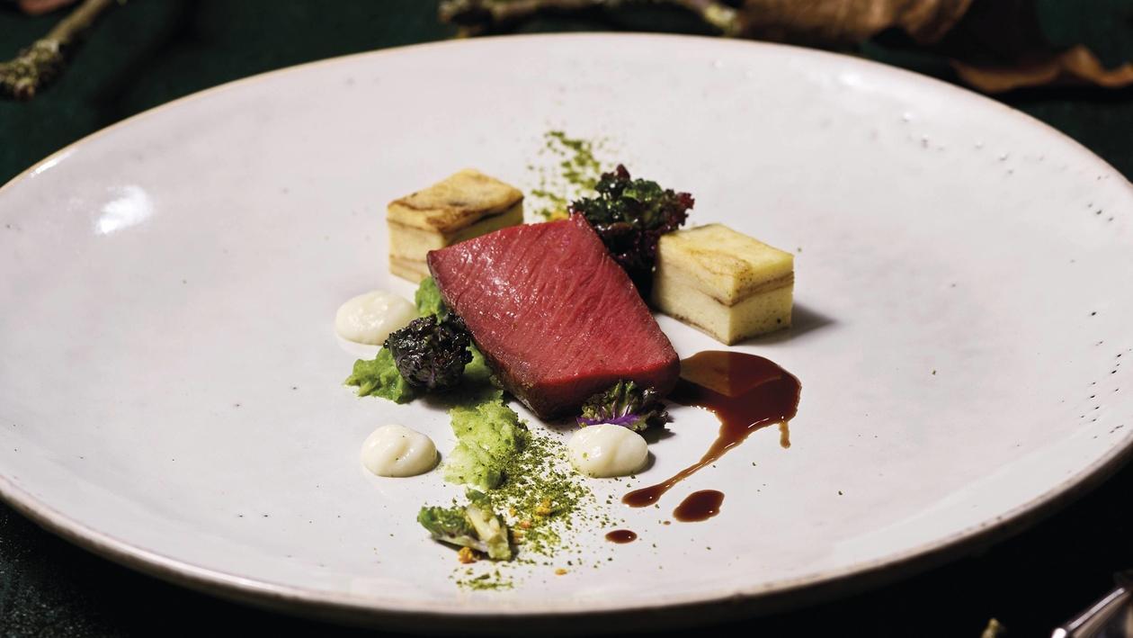 Dam- Hirschfilet, Kartoffeln Kohlsprossen, Mandelgel, Rotwein