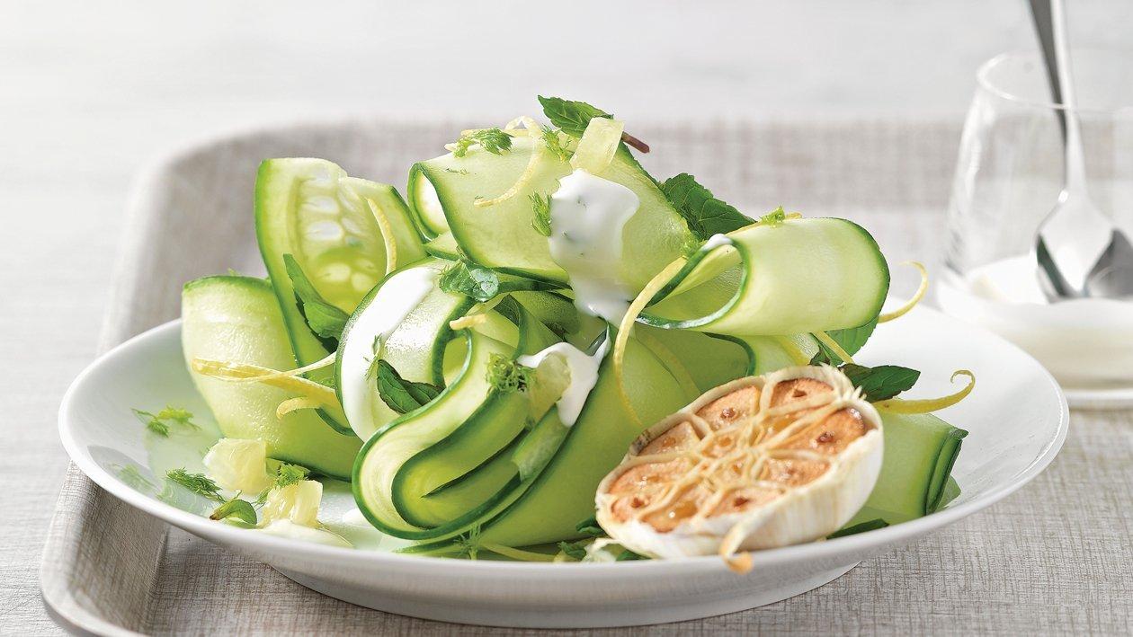 Erfrischender Gurken-Minze-Salat (Tzatziki-Salat)
