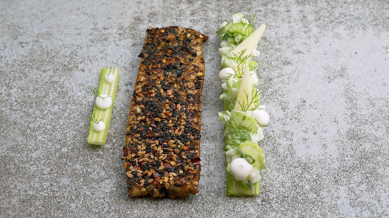 Forellen-Tataki mit Apfel-Staudensellerie-Salat
