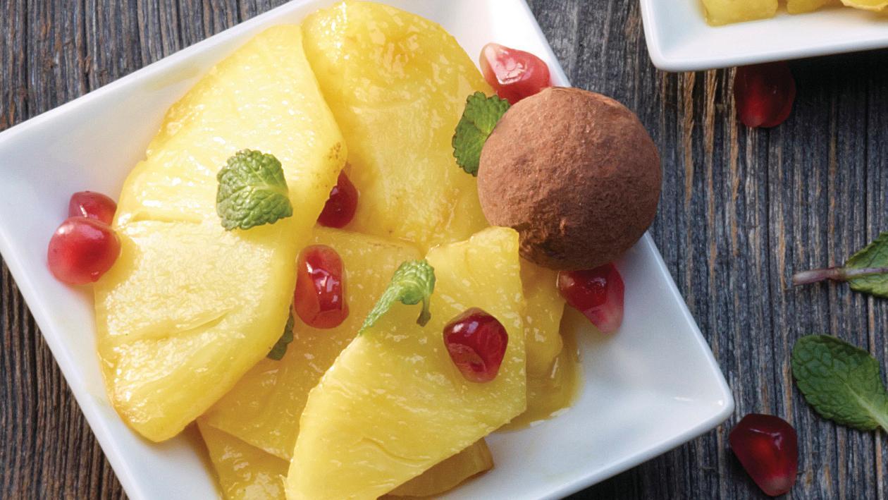 Gegrillte Ananas mit Granatapfelkernen
