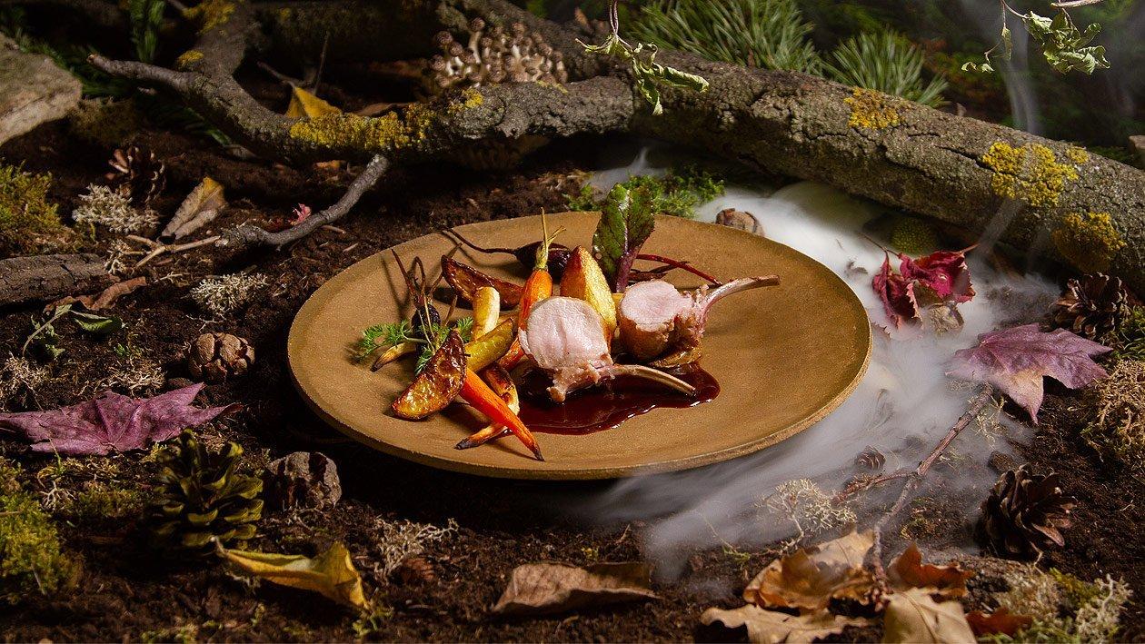 Gegrilltes Spanferkel mit geröstetes Gemüse und Rosmarinkartoffel