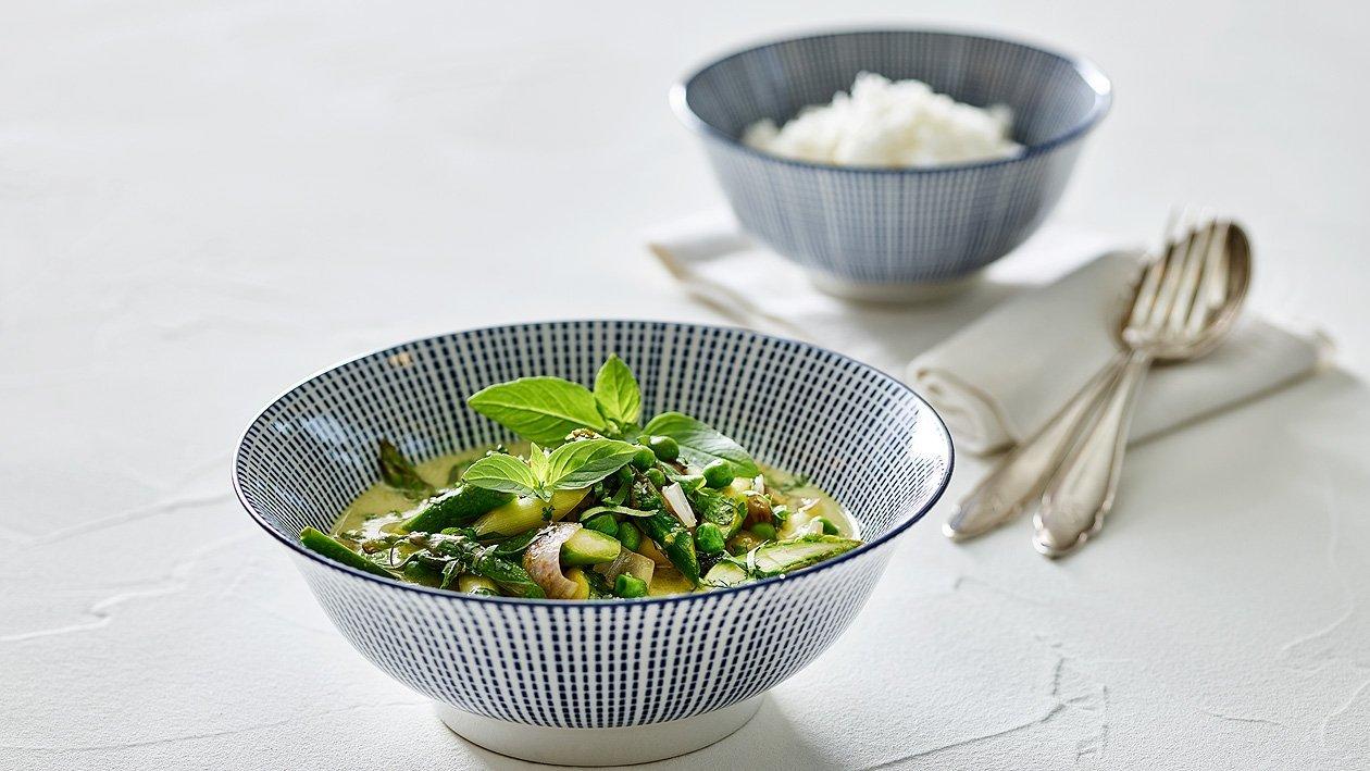 Grünes Curry mit Spargel, Schalotten und Erbsen