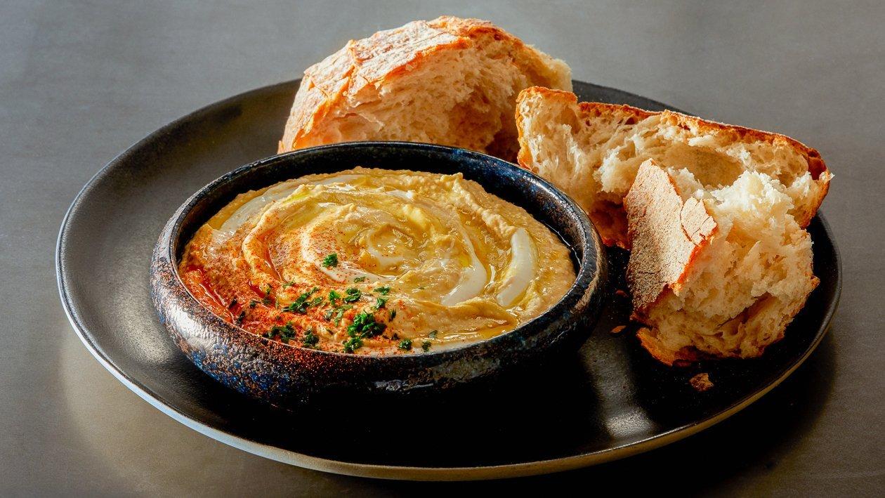 Hummus mit Grischischem Joghurt und Maille L`Orginale Dijon Senf