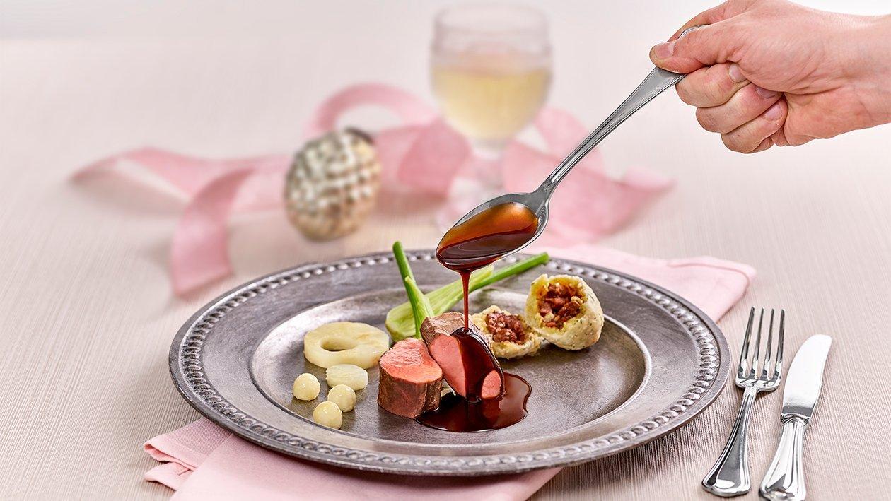 Kalbsmedaillon mit gebackenen Ochsenschwanzknödel, Fenchel – Selleriegemüse und Kartoffel - Pilzgröstl