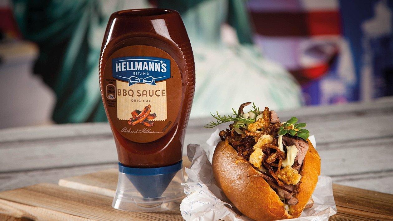 Kansas Smoked Beef Brisket mit BBQ Baked Beans und Avocado - Jalapelio Topping