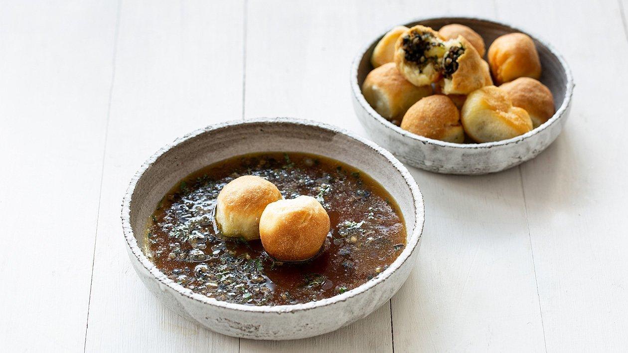 Klare Kartoffelsuppe mit Pilz Buchteln