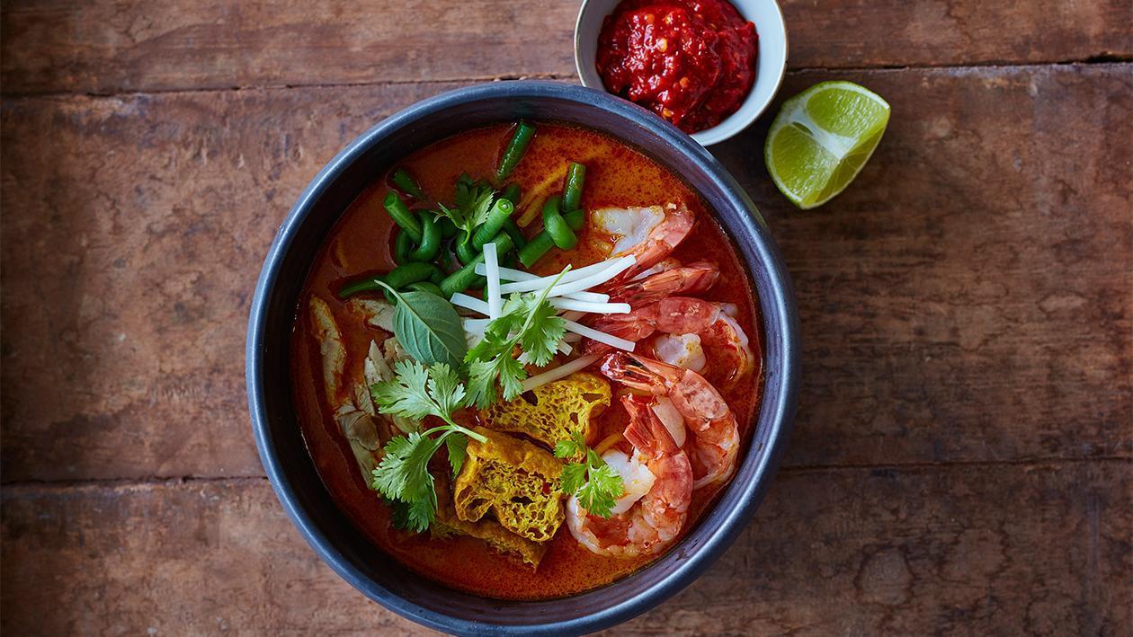 Laksa Noodles mit Shrimps und Schlangenbohnen