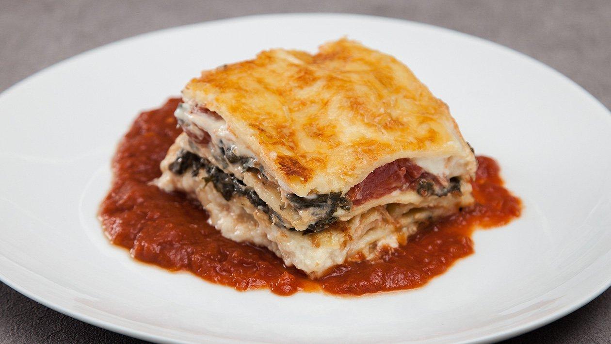 Lasagne mit Spinat, Tomate und Mozzarella