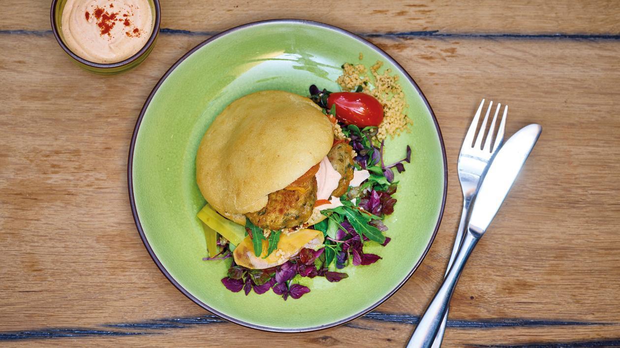 Linsen-Falafel in Pita-Tasche