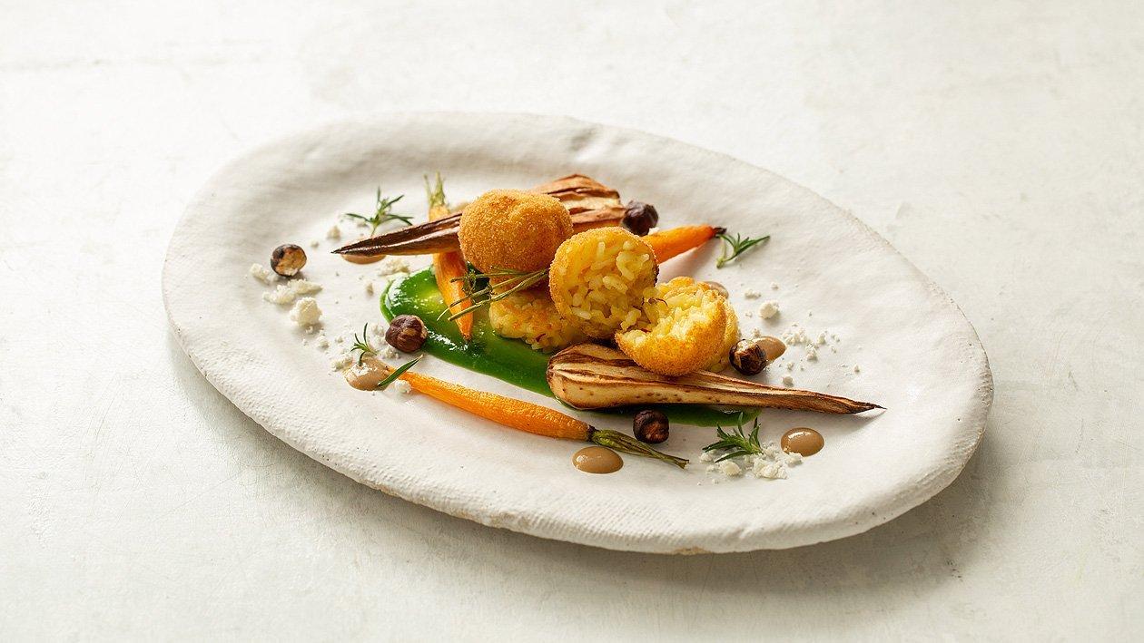 Reisschnitte mit Pilz – Wurzelgemüse, gebackenen Reisbällchen, Getreidesauce und Olivenölstaub
