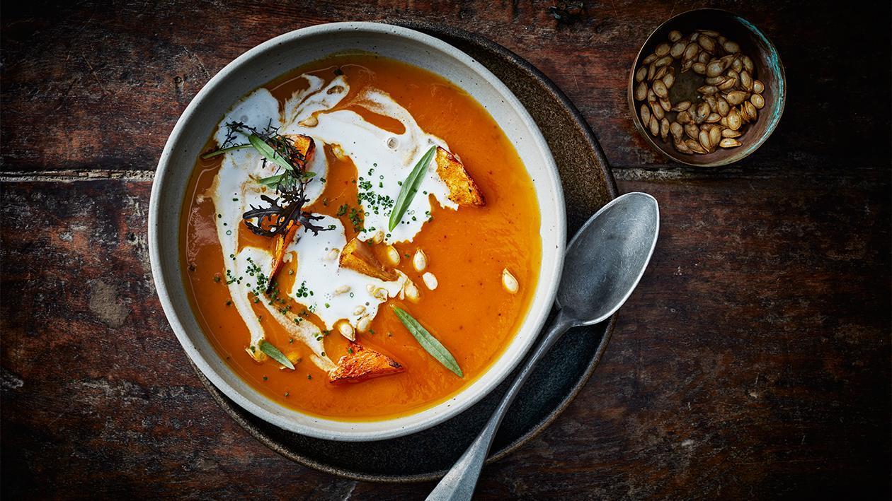 Süsskartoffel - Kürbissuppe mit Gelbem Thai Curry