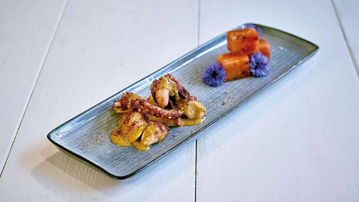 Tintenfisch mit Thai Curry-Hollandaise und Wassermelone