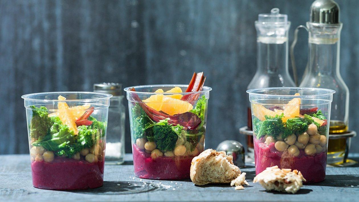 Gemischter Salat mit Randenhumus und Kichererbsen, to go