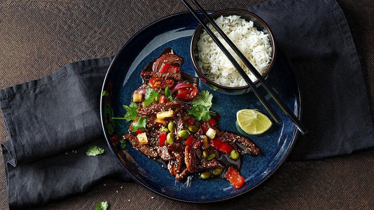 Zarte Rindfleischstreifen aus dem Wok mit Basmati-Reis