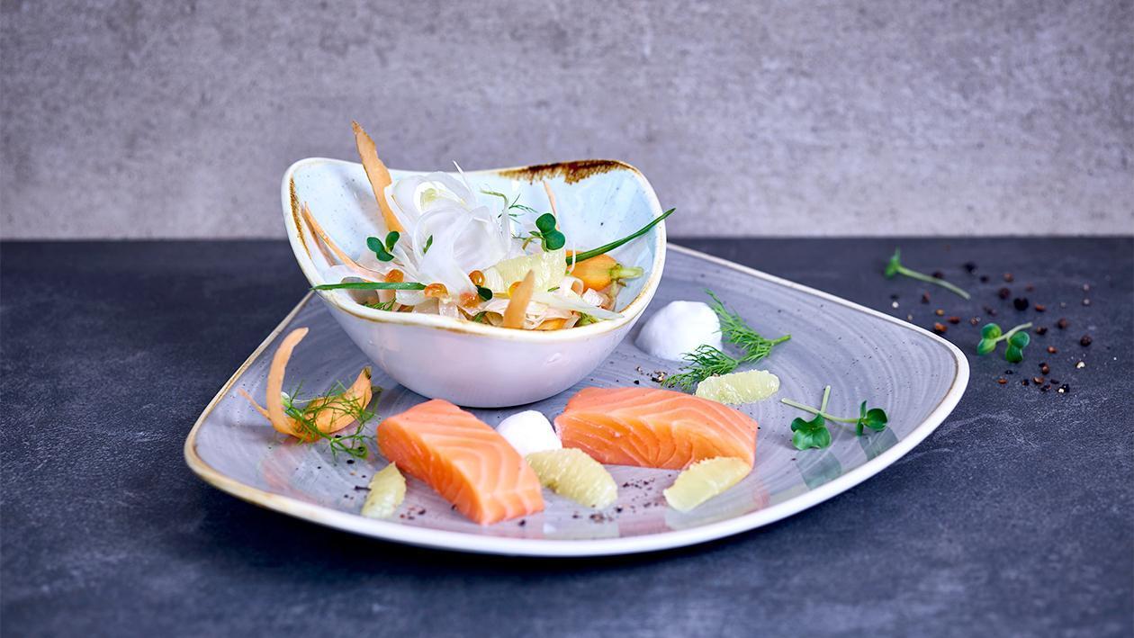 42 Grad Lachs mit süßer Zitrone und Fenchel-Karotten Salat