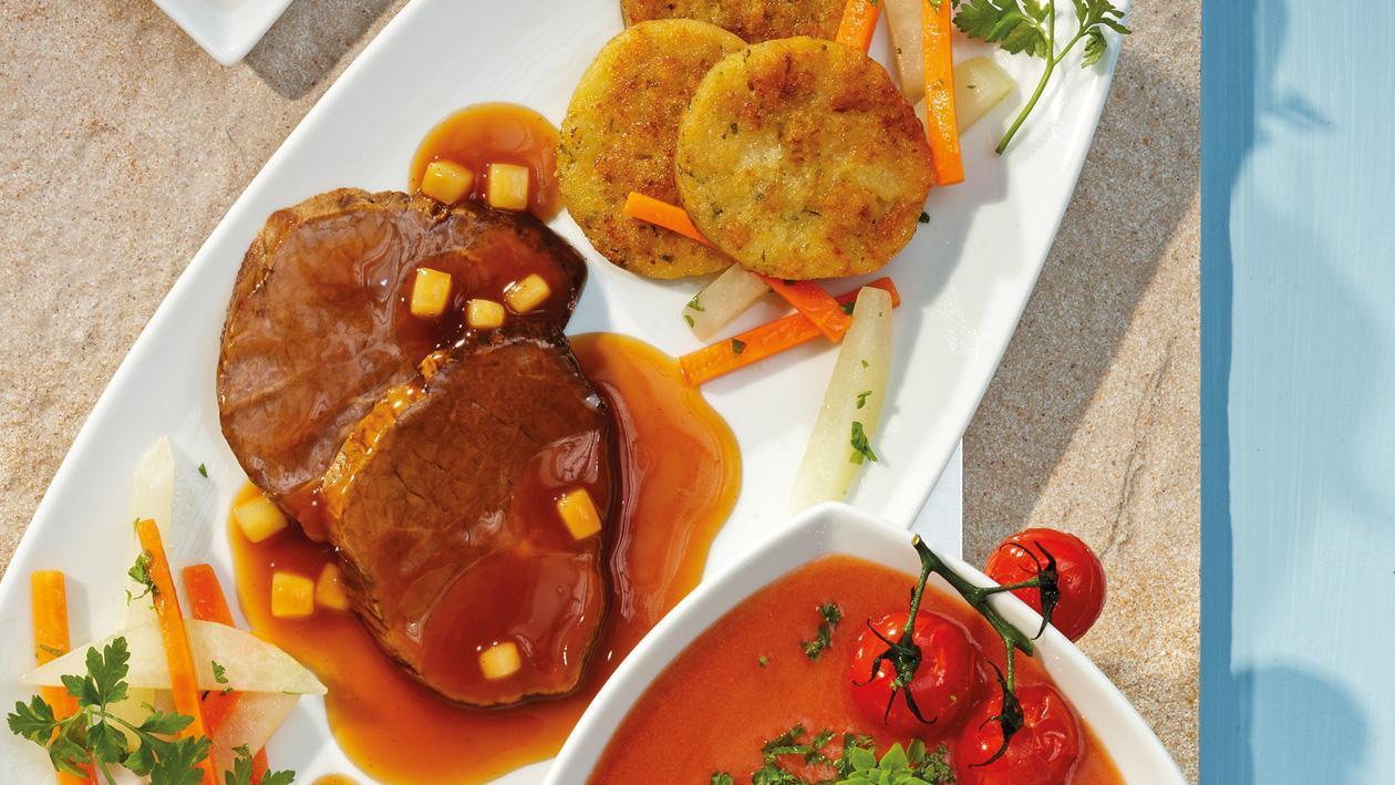Apfelmostbraten mit Karotten-Kohlrabigemüse und Serviettenknödeltaler