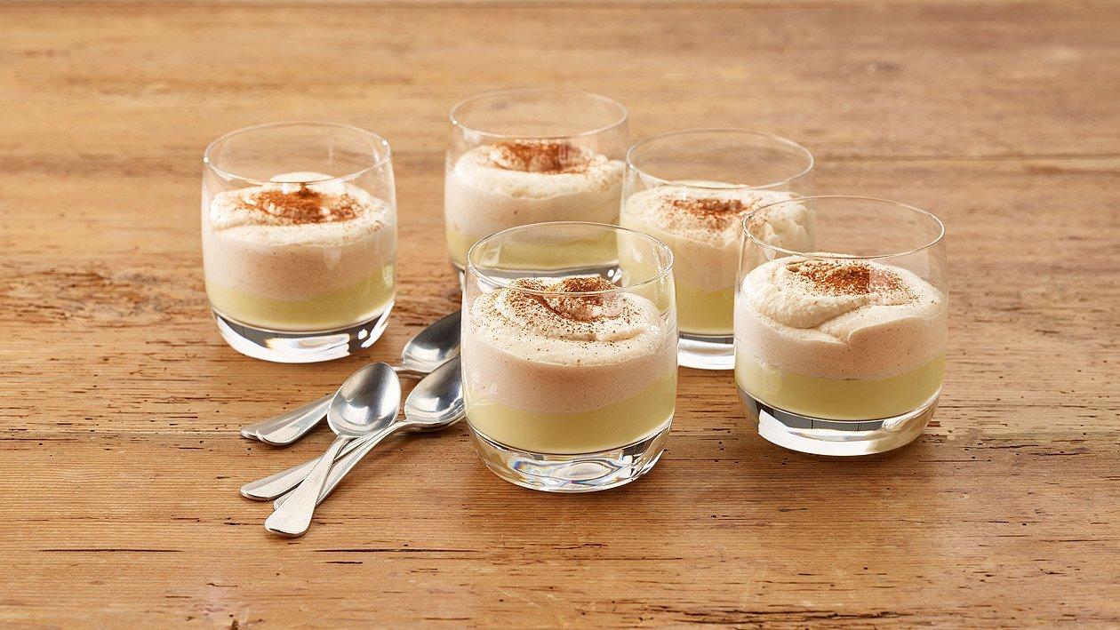 Apfelstrudel mit Vanillesauce in pürierter Form