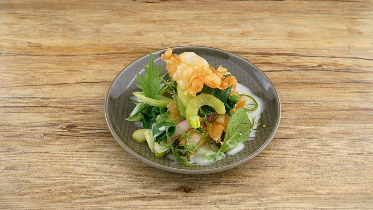 Asian Cucumber, Pak Choi, Wakame, Radieschen auf Wasabi-GreenCurry Sauce